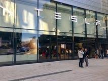 特斯拉在斯图加特,德国开汽车陈列室 免版税库存照片