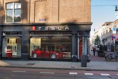 特斯拉汽车商店在阿姆斯特丹 库存照片
