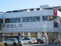 特斯拉汽车陈列室地点在街市旧金山 库存图片