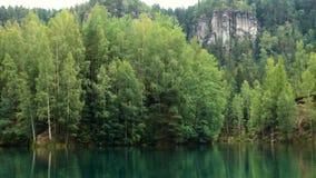 特普利采的Adrshpach Forest湖晃动在捷克共和国 股票录像
