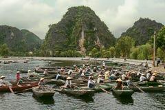 特朗岸岛,越南- 2010年8月04日:划船在越南 图库摄影