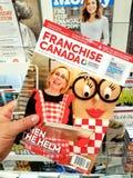 特权加拿大杂志在手上 免版税图库摄影