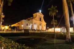 特立尼达在夜之前,古巴的大教堂 免版税库存图片