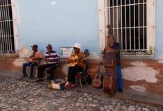 04/01/2019特立尼达,古巴,古巴音乐家在特立尼达,古巴的市中心 免版税库存照片