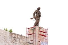 特立尼达,古巴- 2017年5月16日:在白色背景隔绝的纪念碑 复制文本的空间 免版税库存图片