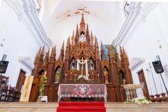 特立尼达,古巴- 2017年5月16日:法坛在三位一体的教会里 特写镜头 复制文本的空间 图库摄影