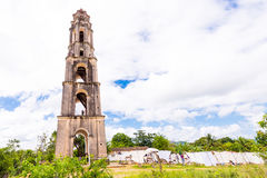 特立尼达,古巴- 2017年5月16日:Manaki Isnagi塔的看法  复制文本的空间 免版税库存图片