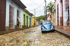 特立尼达,古巴- 2015年11月5日:经典VW甲虫在特立尼达 图库摄影