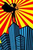 特级英雄妇女干涉剪影摩天大楼 免版税库存照片