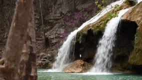 特纳跌倒在俄克拉何马Arbuckle山的瀑布  影视素材