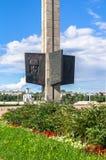 特维尔,俄罗斯, 7月, 19日 2017年:胜利方尖碑的片段在特维尔市,致力为二战的下落的战士 免版税图库摄影