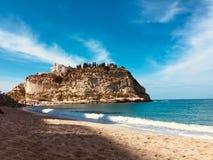 特罗佩亚海滩在秋天 免版税库存照片