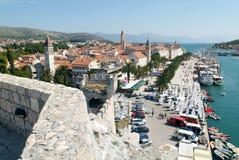 特罗吉尔,克罗地亚老镇的建筑学  免版税库存照片