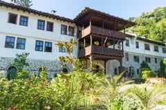 特罗扬修道院的原始的建筑学在保加利亚 库存照片