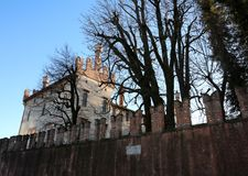 特耶内, VI,意大利- 2017年12月10日:古老城堡叫Cas 免版税库存照片