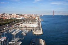 特茹河的里斯本和贝拉母小游艇船坞在葡萄牙 免版税库存照片