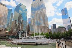 巴特里公园的NY北部小海湾小游艇船坞 免版税库存照片