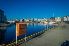 特隆赫姆,挪威- 2018年4月06日:Alesund挪威的西海岸的口岸镇美好的夏天视图的 免版税库存照片