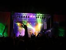 特雷弗霍尔在阶段执行在晚上音乐会期间在万德镇 库存图片