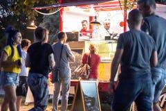 特雷维索同性恋自豪日,游行在中央寺院前面和在特雷维索广场dei The绅士同性恋自豪日,在前面的游行 免版税库存图片