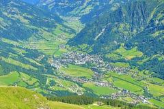 巴特霍夫加施泰因,从Stubnerkogel到坏Gastein,缆索铁路,奥地利的方式 库存照片