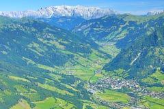 巴特霍夫加施泰因,从Stubnerkogel到坏Gastein,缆索铁路,奥地利的方式 免版税库存图片