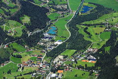 巴特霍夫加施泰因,从Stubnerkogel的方式到巴特霍夫加施泰因,奥地利 免版税库存图片