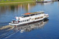 特维尔,俄罗斯-可以07 2017年 游船弗拉基米尔伏尔加河伏尔加河公司Ershov  库存照片