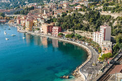 彻特d'Azur全景在Villefranche附近镇的  免版税库存图片