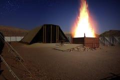 牺牲灼烧的法坛在临时房屋的 免版税库存图片