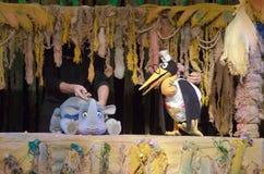 犀牛和长颈鹿 免版税图库摄影
