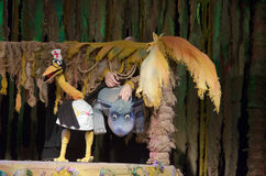 犀牛和长颈鹿 免版税库存照片