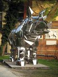犀牛Giardini威尼斯意大利的两年生植物2017轰烈的金属雕塑 免版税库存照片