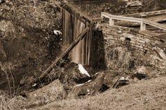 犁耙磨房池塘水坝俯视 图库摄影