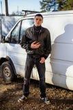 犯罪出现的一个年轻人在黑皮夹克的 库存照片