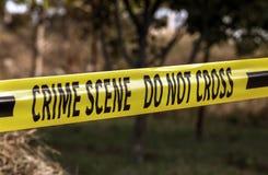 犯罪现场黄色警察磁带特写镜头 免版税库存照片