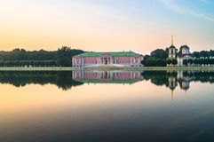 状态储备博物馆Kuskovo, 18世纪的前夏天国家庄园的晚上视图 莫斯科 俄国 库存照片