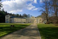 状态大别墅Kynzvart在小城市Lazne Kynzvart在著名捷克温泉镇Marianske Lazne M附近的坏Königswart位于 图库摄影