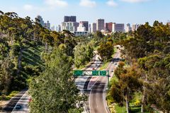 状态路线163和街市圣地亚哥地平线 免版税库存照片