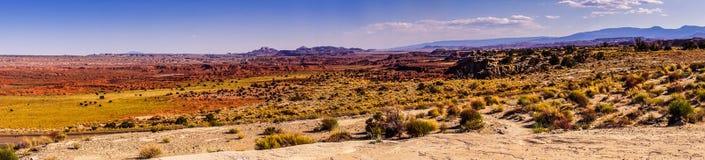 犹他的干旱的原野 沙漠的全景 免版税图库摄影