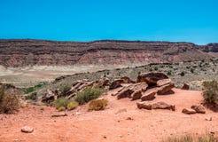 犹他的干旱的沙漠风景 沙漠默阿布,拱门国家公园 库存图片
