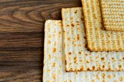 犹太产品,食物,在木背景的逾越节pesah 库存图片