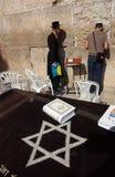 犹太人哭墙西部年轻人 库存照片