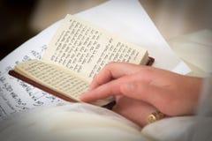 犹太人的婚礼 祷告新娘 免版税库存图片