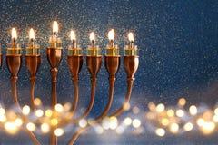 犹太假日光明节背景的低调图象 免版税库存照片