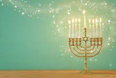 犹太假日光明节背景的图象与menorah & x28的; tradit