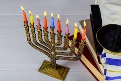 犹太假日光明节静物画由元素组成了Chanukah节日 免版税库存图片