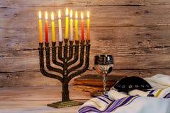 犹太假日hannukah标志- menorah 免版税库存图片