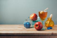 犹太假日Rosh Hashana庆祝用蜂蜜、苹果和巧克力 图库摄影
