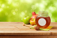 犹太假日Rosh Hashana (新年)庆祝用蜂蜜 免版税库存照片